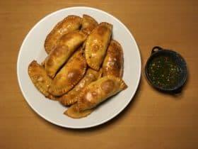 Empanadas med oksekød og chimichurri