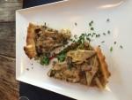 Tærte med langtidsstegt grisebasse og artiskokker