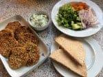 Pitabrød med falafel, grønt og dilddressing