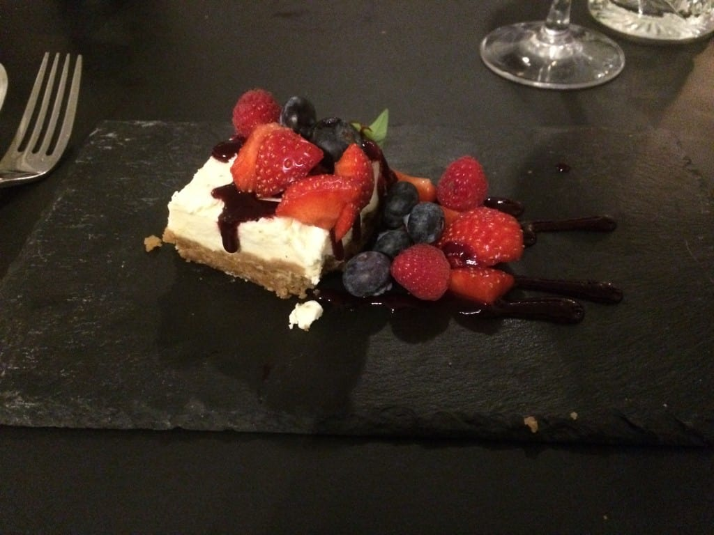 Cheesecake med brombærcolis