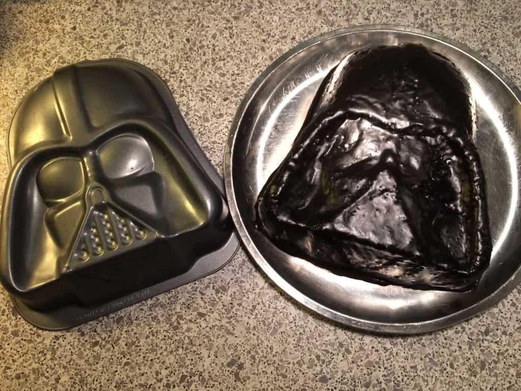 Darth Vader Cake (Chokoladekage med choko-lakridsglasur)