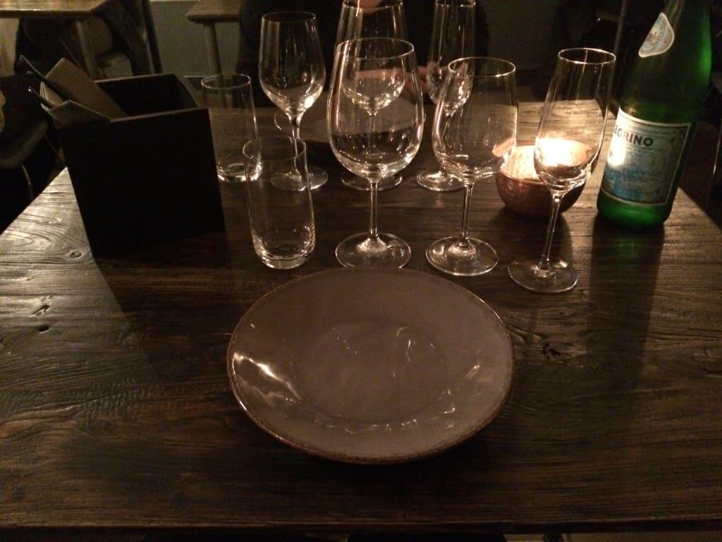 Et bord hos Manzel