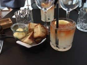 Köds hjemmelavede lemonadedrink med vodka og bitter