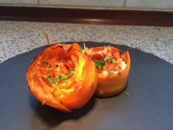 Gulerodsroser med hhv. gedefeta og parmesan