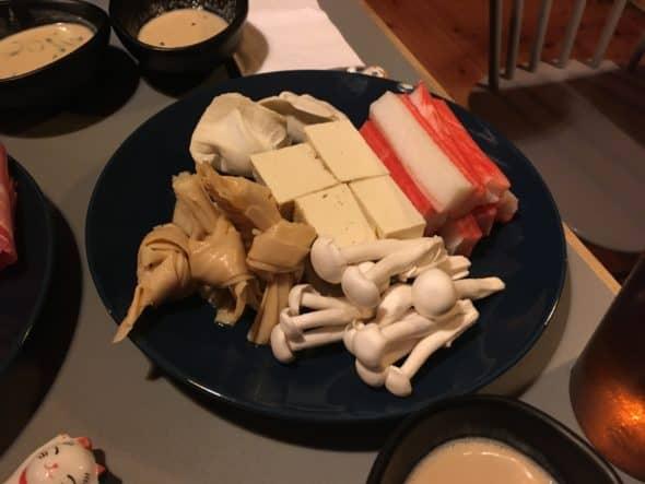 Svampe, krabbe, dumplings, tofu og tofuskin
